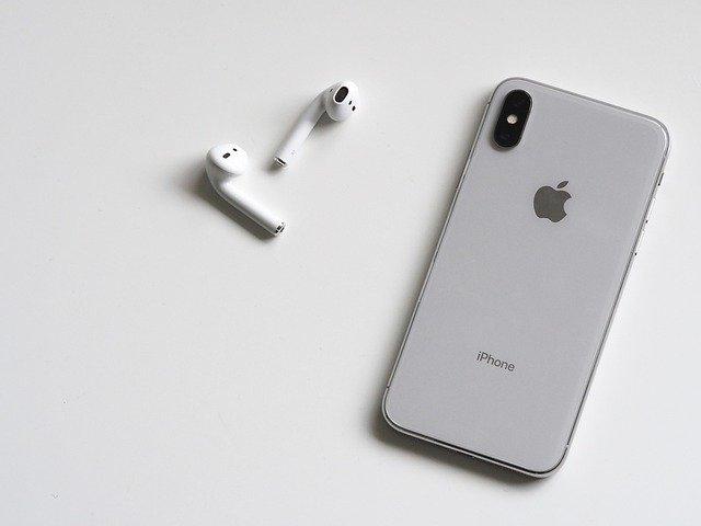 iPhone X se sluchátky